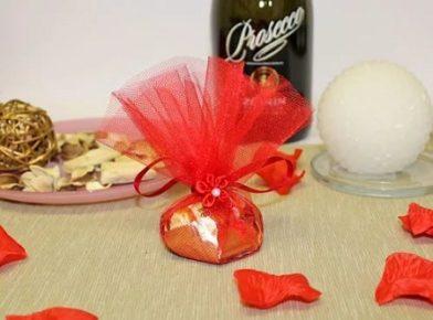 Праздничная упаковка конфет: подбор идей с привязкой к тематике