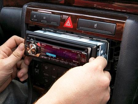 Особенности установки автомобильных магнитол и ключевые этапы процесса